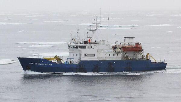 Научно-исследовательское судно Виктор Буйницкий. Архивное фото