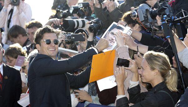 Британский актер Орландо Блум раздает автографы во время 41-го американского кинофестиваля в Довиле, Франция