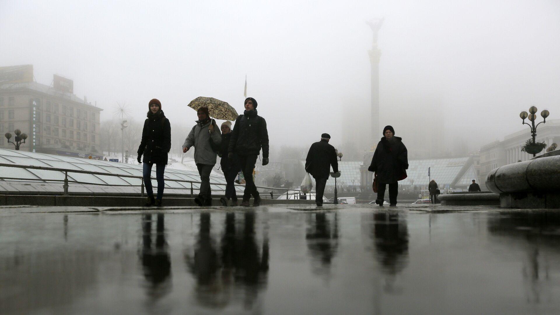 Прохожие на площади Независимости в Киеве, Украина - РИА Новости, 1920, 15.02.2021