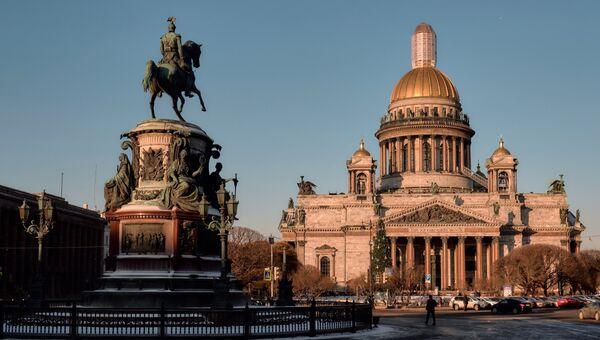 Памятник Николаю I у Исаакиевскиевского собора в Санкт-Петербурге