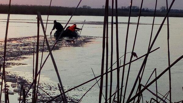Поиски детей, провалившихся под лед на реке в Краснодарском крае