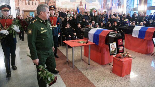 Министр обороны РФ, генерал армии Сергей Шойгу на церемонии прощания с погибшими при крушении самолета Ту-154 в Черном море на Федеральном военном мемориальном кладбище в Московской области
