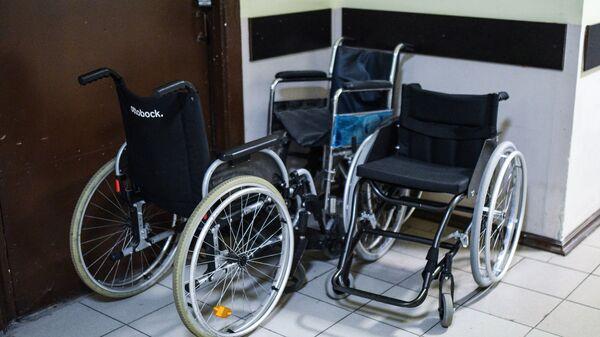 Инвалидная коляска. Архивное фото.