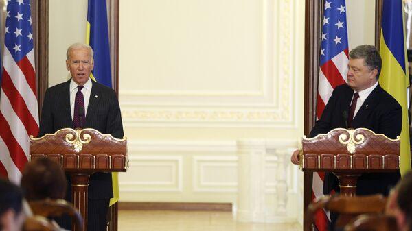 Президент Украины Петр Порошенко и вице-президент США Джо Байден во время пресс-конференции в Киеве. 16 января 2017 года