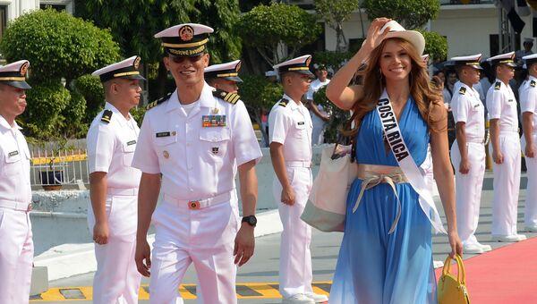 Участница конкурса Мисс Вселенная из Коста-Рики Каролина Дюран перед поездкой на пляжный курорт на яхте Счастливая жизнь, Филиппины