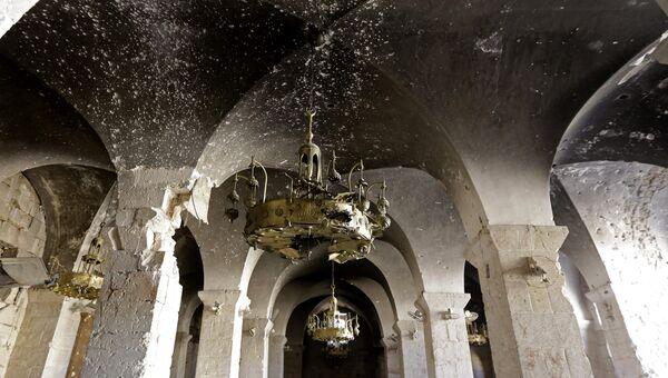 Поврежденные арки в Мечети Омейядов в Алеппо