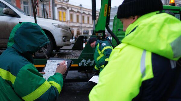 Эвакуация автомобиля на штрафстоянку за неправильную парковку в Москве