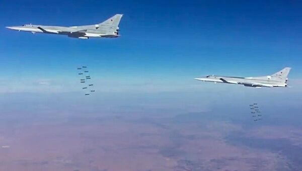 Сверхзвуковые стратегические бомбардировщики-ракетоносцы ВКС РФ Ту-22М3 во время нанесения авиационного удара по объектам террористов в Сирии. Архивное фото