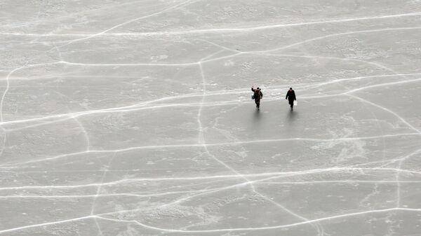 Рыбаки на льду Куршского залива