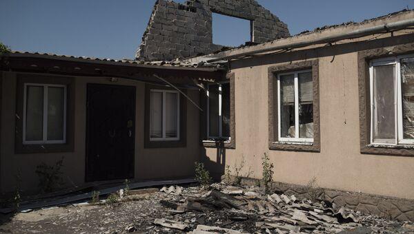 Ситуация после обстрелов в Коминтерново Донецкой области. Архивное фото