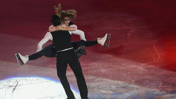 Анна Каппелини и Лука Ланотте (Италия) во время показательных выступлений на чемпионате Европы по фигурному катанию в Остраве