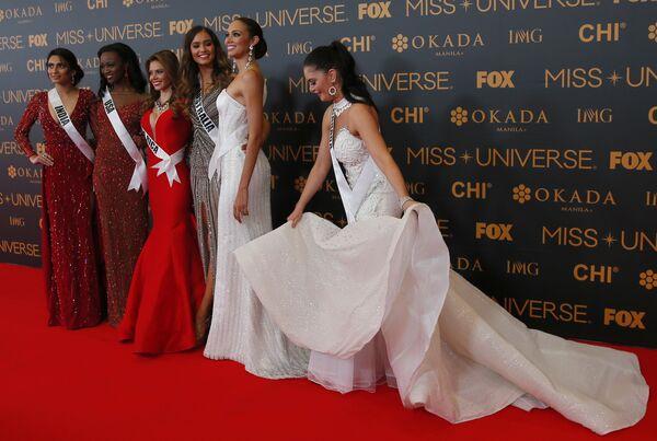 Мисс Индия, Мисс США, Мисс Коста-Рика, Мисс Австралия и Мисс Аруба
