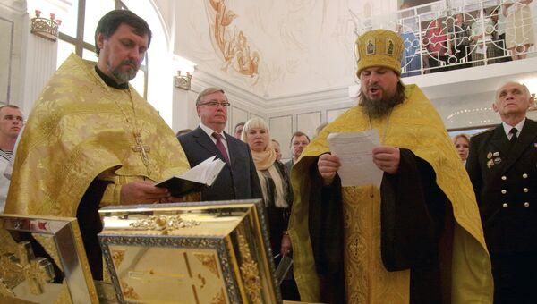 Благочинный Севастопольского округа протоиерей Сергий Халюта (второй справа) в храме святого Архистратига Михаила в Севастополе. 2014 год