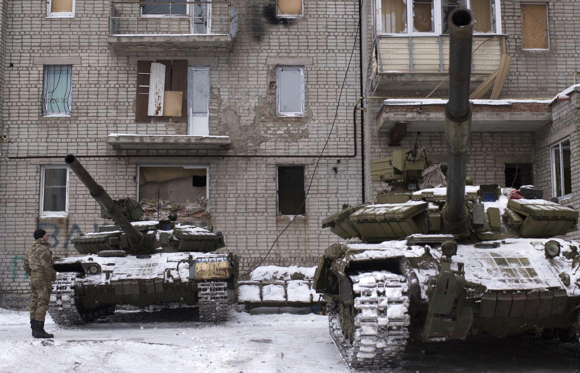 Танки ВСУ в Авдеевке, Украина. 2 февраля 2017 - РИА Новости, 1920, 11.12.2020