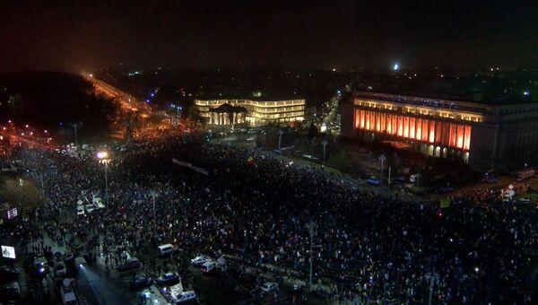 Жители Бухареста скандировали Отставка! на митинге против правительства