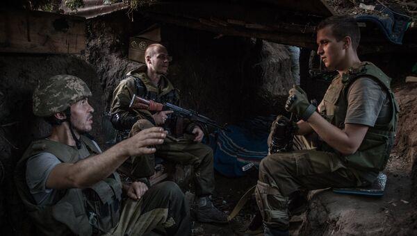 Бойцы ополчения в расположении бригады под поселком Марьинка в Донецкой области. Архивное фото