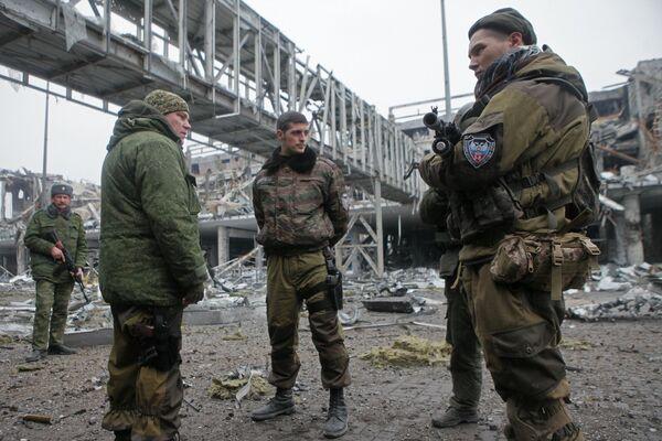 Ополченец ДНР с позывным Гиви в аэропорту Донецка