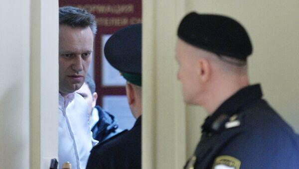Алексей Навальный в Ленинском районном суде Кирова перед началом оглашения приговора по делу Кировлеса