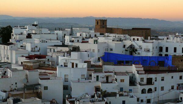 Вид на город Альмерия в Испании. Архивное фото