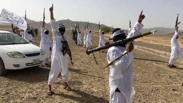 Последователи течения Талибана Mahaaz-e-Dadullah. Архивное фото