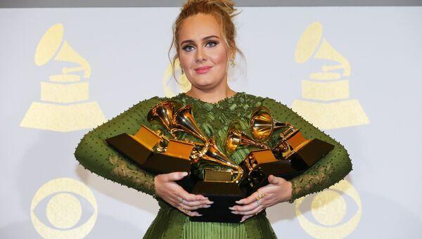 Певица Адель на 59-й ежегодной премии Грэмми в Лос-Анджелесе, 12 февраля 2017