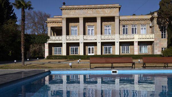 Административное здание в Никитском ботаническом саду в Крыму