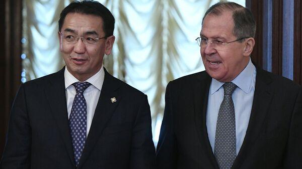 Министр иностранных дел РФ Сергей Лавров и министр внешних сношений Монголии Ц. Мунх-Оргил во время встречи в Москве. 13 февраля 2017