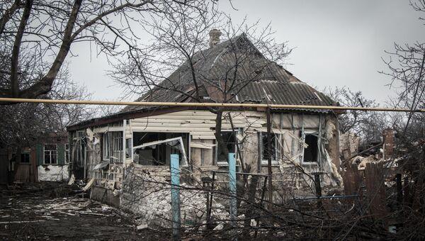 Разрушенный в результате обстрелов дом в Луганской области. Архивное фото