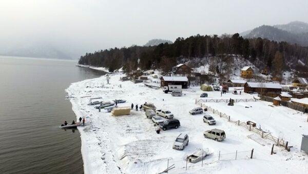 Операция по поиску вертолета Robinson R-66 на Телецком озере на Алтае. Архивное фото