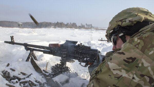 Американский военнослужащий во время учений НАТО. Архивное фото