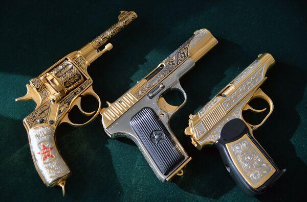 Подарочные и наградные образцы оружия для министерства обороны РФ Златоустовской оружейной фабрики