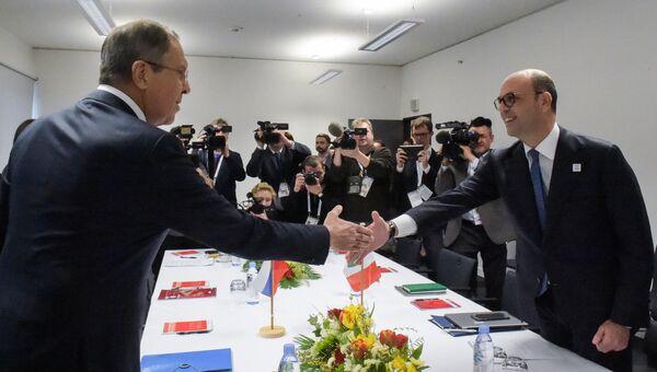 Встреча глав МИД России и Италии Сергея Лаврова и Анджелино Альфано в Бонне. 17 февраля 2017