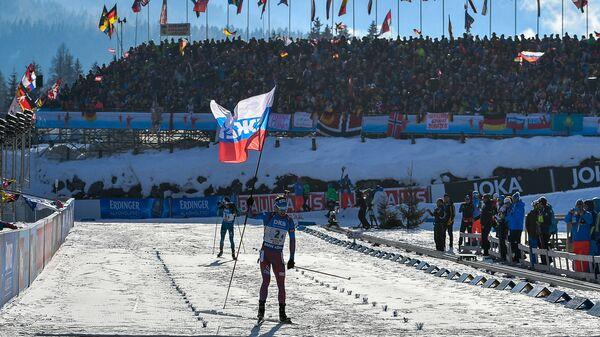 Антон Шипулин (Россия) на финише эстафеты среди мужчин на чемпионате мира по биатлону в австрийском Хохфильцене