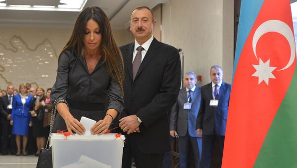 Действующий президент Республики Азербайджан Ильхам Алиев с супругой Мехрибан. Архивное фото