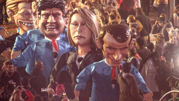 Артисты в костюмах, изображаАртисты в костюмах, изображающих кандидатов на пост президента Франции Жан-Люк Меланшона, Марин Ле Пен и Эммануэля Макрона во время карнавала в Ницце. Архивное фотоющих кандидатов на пост президента Франции Жан-Люк Меланшона, Марин Ле Пен и Эммануэля Макрона во время карнавала в Ницце