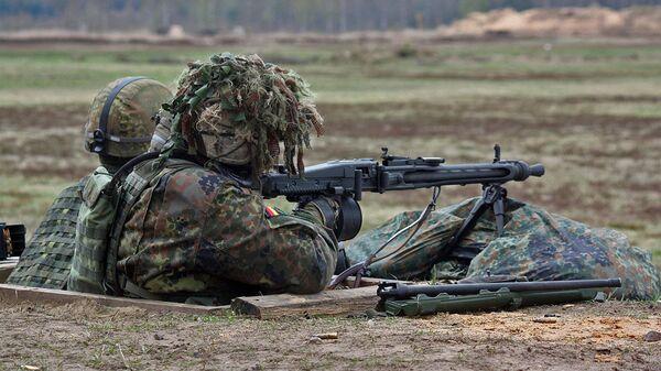 Солдаты вооруженных сил Германии во время учений Saber Strike-2016