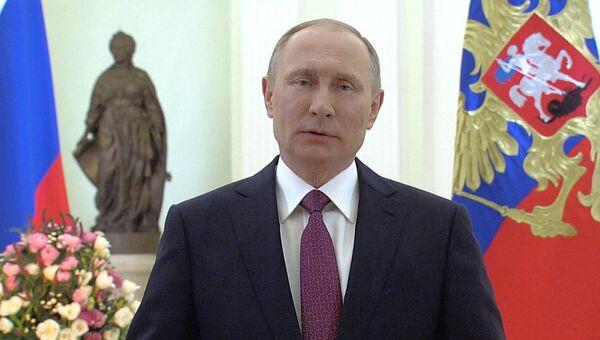 Мы любим иценим вас – Владимир Путин поздравил российских женщин с 8 марта