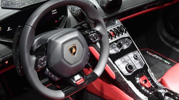 Интерьер автомобиля Lamborghini Huracan на Женевском международном автосалоне
