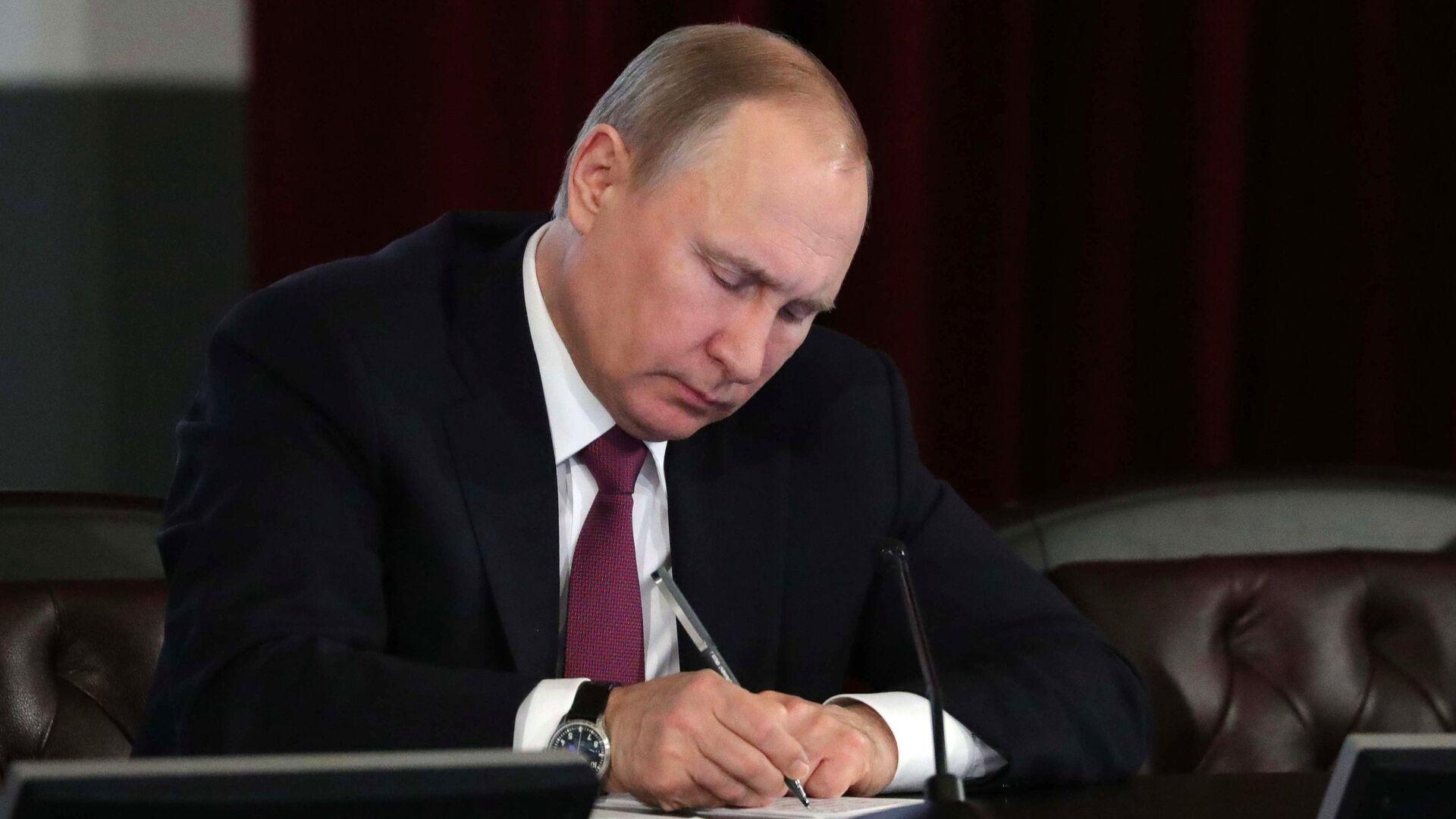 Путин внес изменения в положение о Совбезе