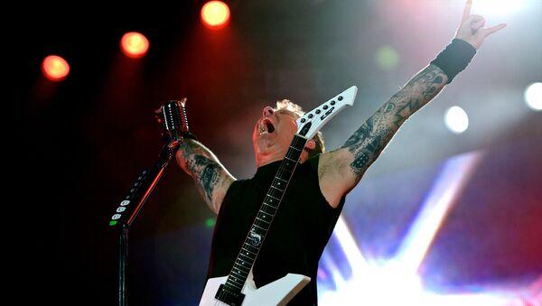 Вокалист и гитарист группы Metallica Джеймс Хэтфилд выступает на острове Яс в Абу-Даби