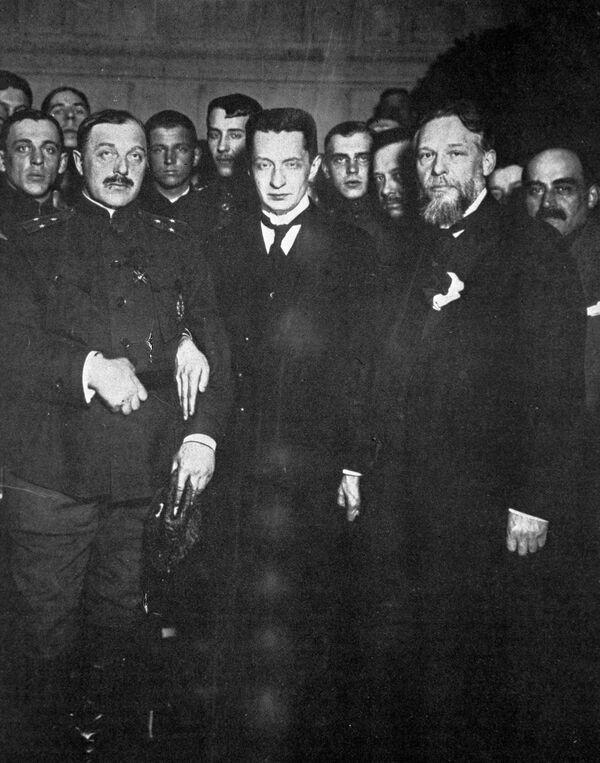 Члены Временного правительства во главе с Александром Федоровичем Керенским.