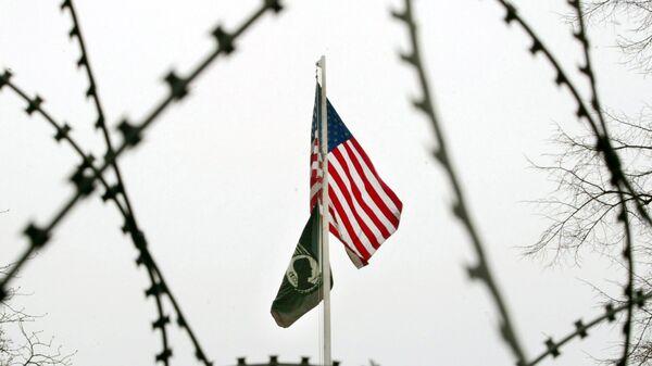 Флаг США перед Генеральным консульством США во Франкфурте