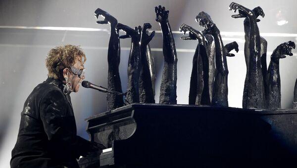 Музыкант Элтон Джон на церемонии вручения премии Грэмми в Лос-Анджелесе, 31 января 2010