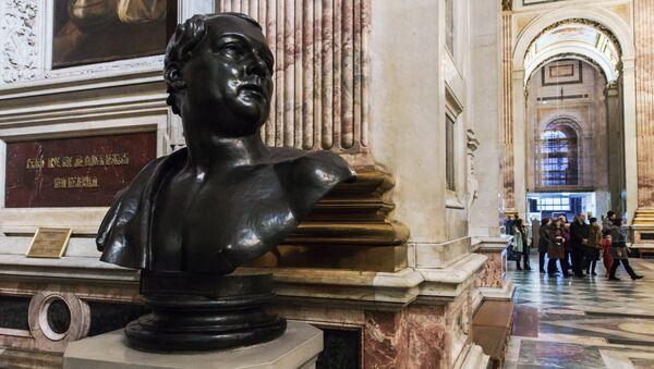 Бюст архитектора Исаакиевского собора Огюста Монферрана в интерьере собора