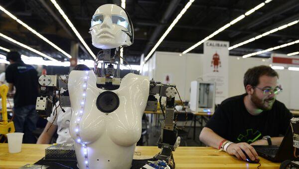 Робот на выставке во Франции