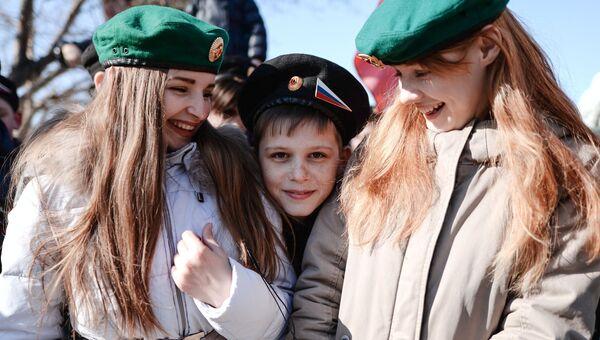 Участники праздничного мероприятия Крымская весна! Мы вместе! в честь третьей годовщины присоединения Крыма с Россией в Новосибирске
