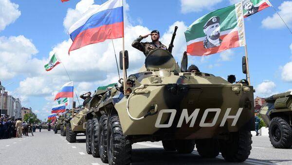 Военнослужащие во время военного парада, посвященного 71-й годовщине Победы в Великой Отечественной войне, в Грозном