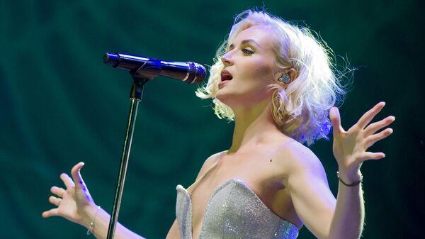 Певица Полина Гагарина выступает на сцене фестиваля Золотая балка в Балаклаве