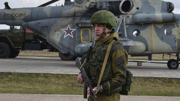 Военнослужащий на учениях ВДВ на полигоне Опук в Крыму