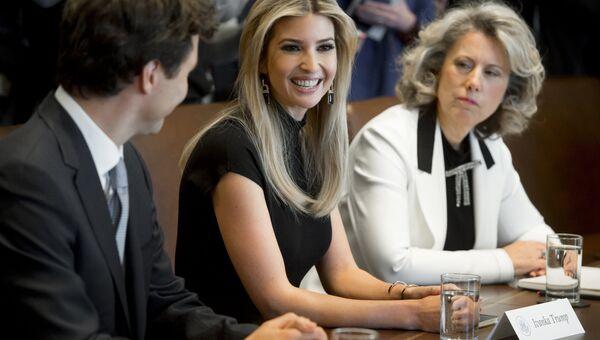Премьер-министр Канады Джастин Трюдо, дочь президента США Дональда Трампа Иванка Трамп и исполнительный директор TransAlta Corporation Дон Фаррелл